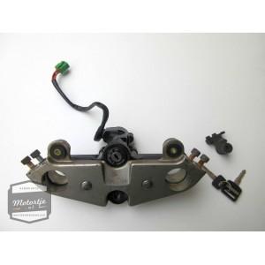 Suzuki GS500E kroonplaat met contactslot / balhoofdplaat contact slot / balhoofd plaat