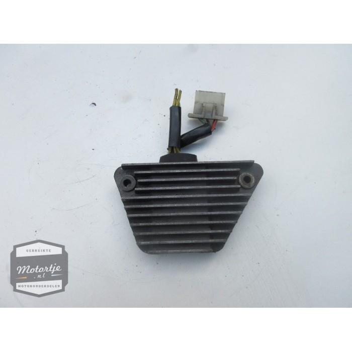 Honda VT700C (VT 700 C) spanningsregelaar / gelijkstroomregelaar